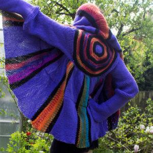 kabátek pletený na rámu